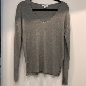 BP-low v-neck ribbed sweater